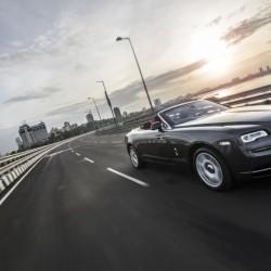 Избраха Rolls-Royce Dawn за най-добрата луксозна кола