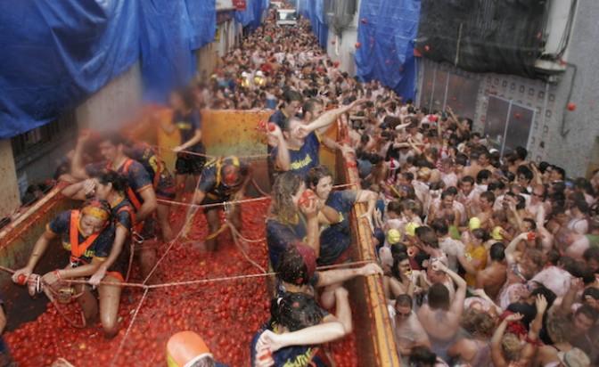 Другата страна на най-мръсните и лепкави фестивали в Европа
