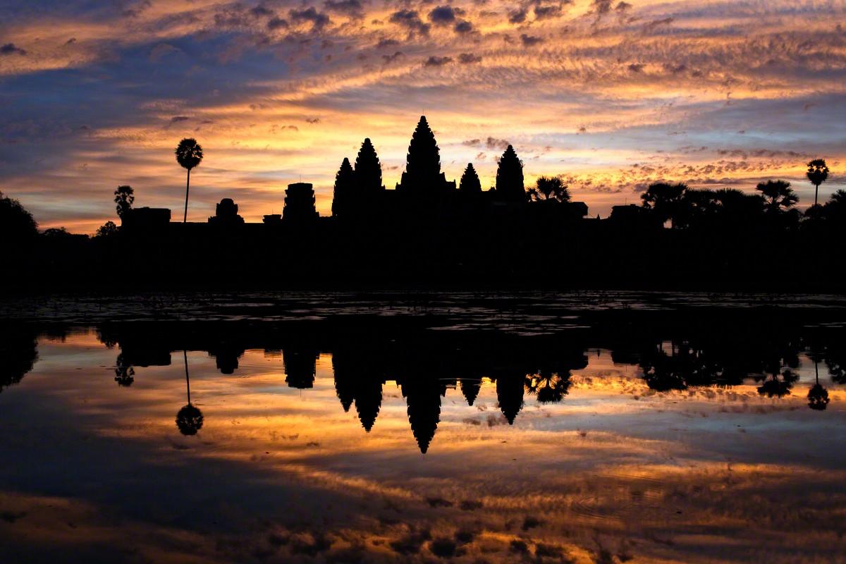 Пет хиляди души посрещат изгрева на Ангкор Ват