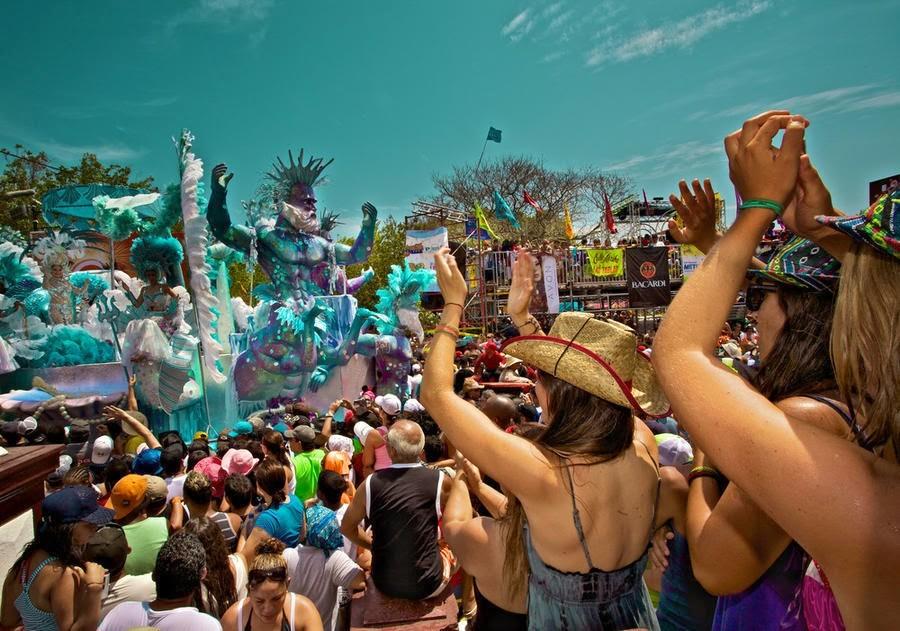 Панама - масово поливане с вода по време на карнавала