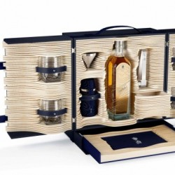 Alfred Dunhill and Johnnie Walker created limited edition trunk - 1