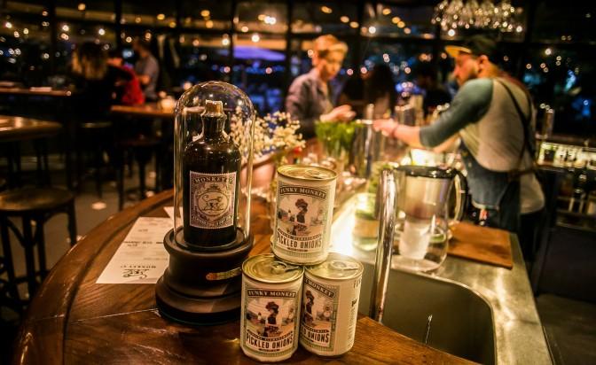 Джин с мариновани лукчета: три фънки коктейла