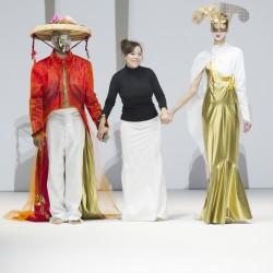 Роботи дефилират на Седмицата на модата в Лондон - 2