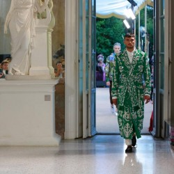 Как езерото Комо се оказа фон на три пищни ревюта на Dolce & Gabbana - 9