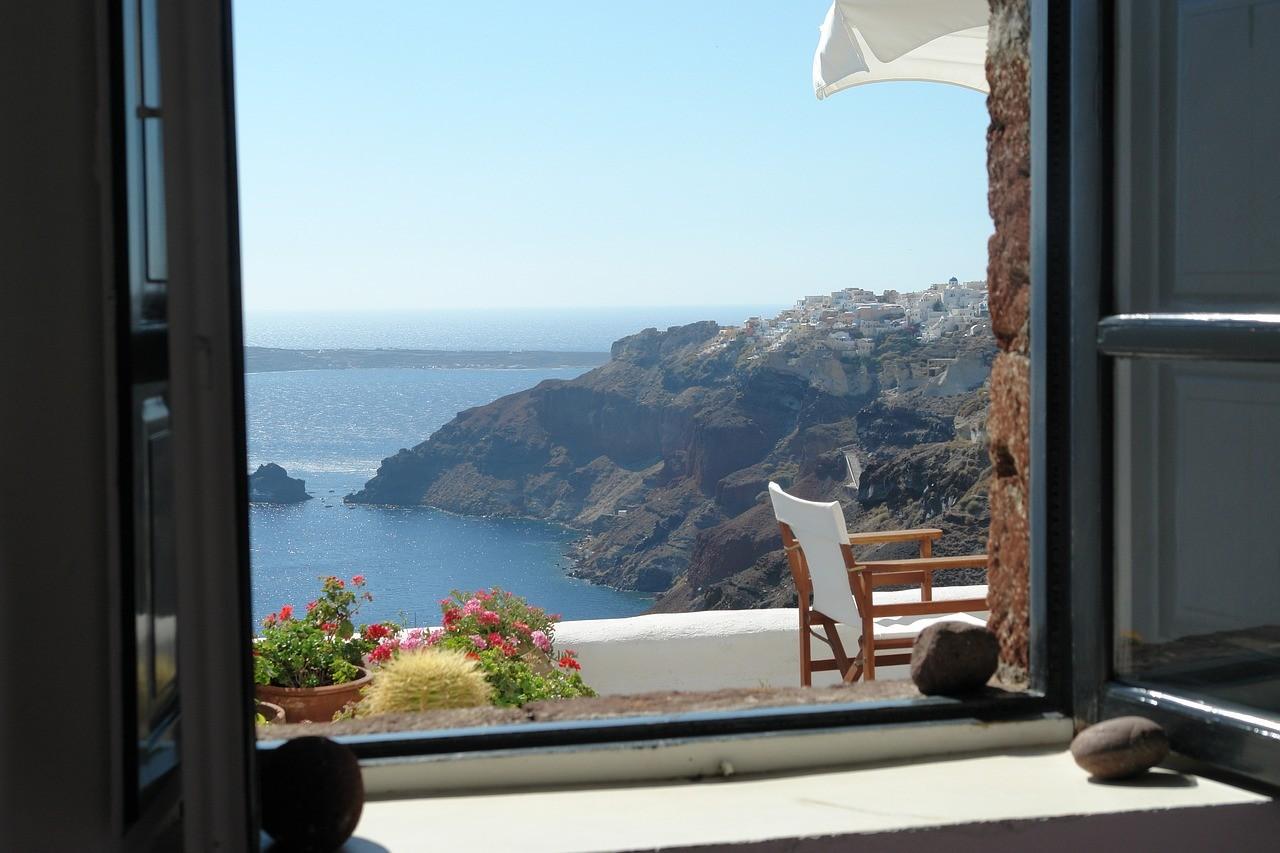 санторини бряг пред прозореца