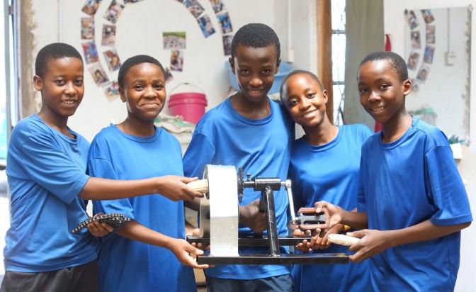 Младите изобретатели на Танзания