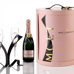 Unfurling the Moët Tie