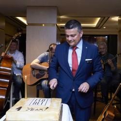 Какво коства на ресторант в центъра на София да празнува 1 година? - 2