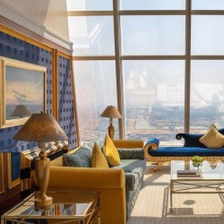 Иконата на Дубай, обвита в злато