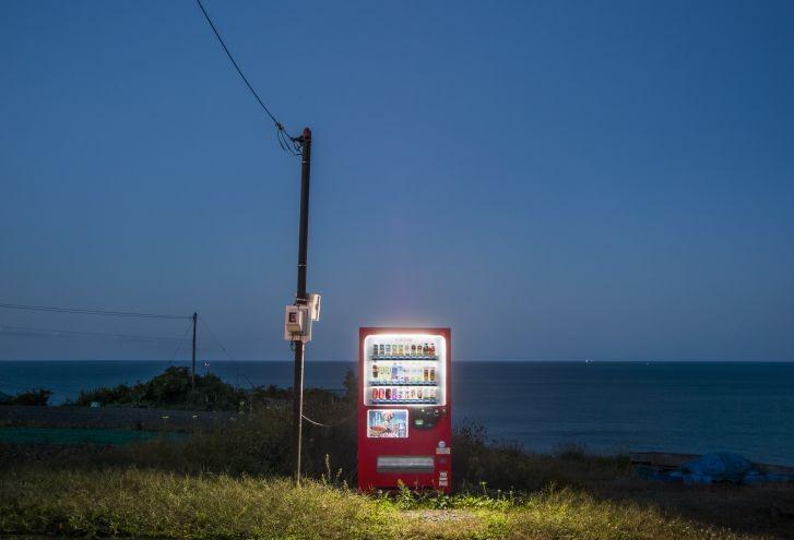 Чарът на самотните вендинг машини в Япония