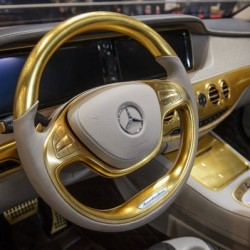 A Mercedes covered in gold - 3