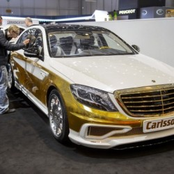 A Mercedes covered in gold - 4
