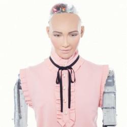 Поканени лично от робота София - 1