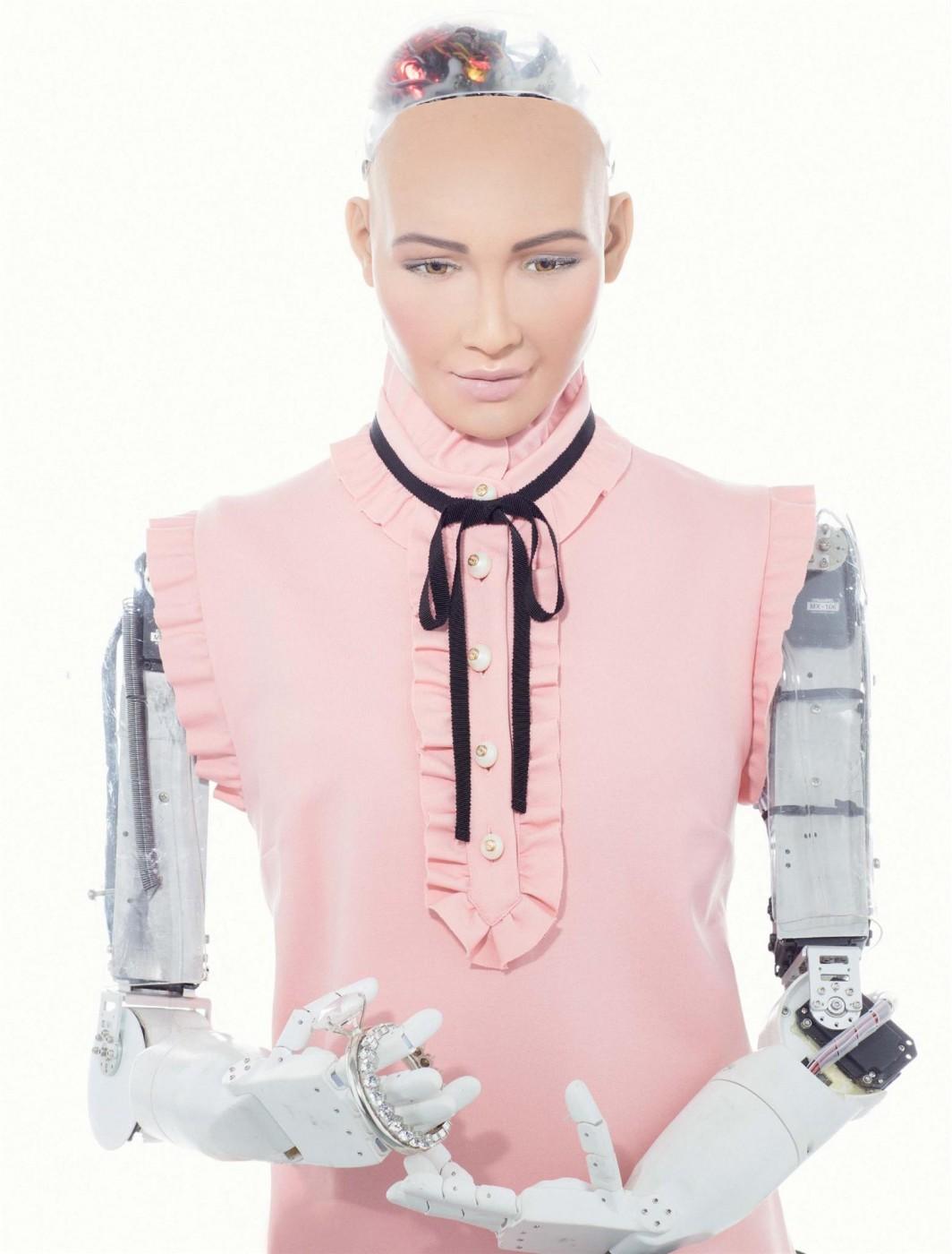 Поканени лично от робота София