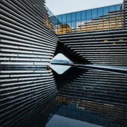Първият в света V&A музей извън Лондон отваря врати в Дънди, Шотландия