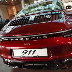Почит към традицията: модел 911 Targa 4S Heritage Design - 18