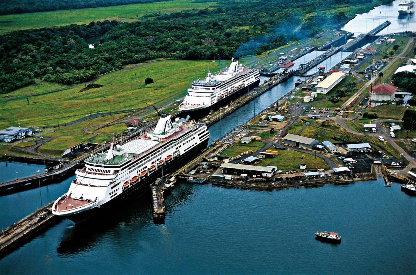 Шлюзовете на Панамския канал